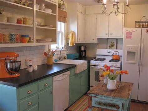 maximizing cabinet color to create retro style kitchen designs mykitcheninterior 2013小厨房装修效果图欣赏 土巴兔装修效果图