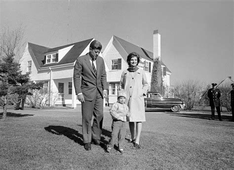 home to jfk jfk jackie kennedy s life in homes from newlywed love