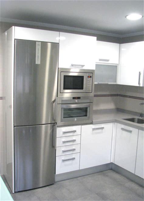 imagenes de cocinas minimalistas blancas cocinas blancas con varios colores