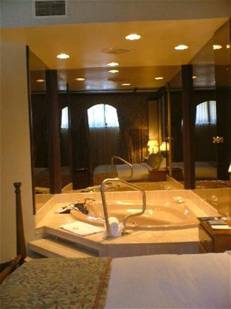 jacuzzi in bedroom unique and enjoyable winter getaway in quebec ch 226 teau