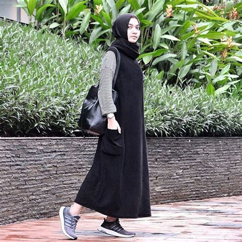 Kets Bunga Hitam dress tak melulu feminin lho 9 style dress simpel yang