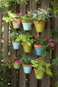 Selbstgemachte Gartendeko – einfach Topfpflanzen an den Zaun ... Fence