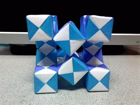 Origami Moving Cubes - modular moving sonobe cubes 2 side view by