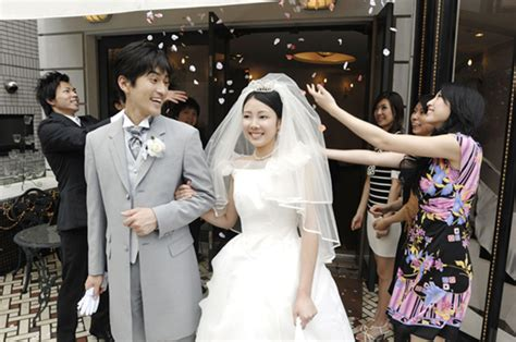 Wedding Ceremony In Japan by Japanese Wedding Etiquette 7 Steps From Rsvp To Afterparty