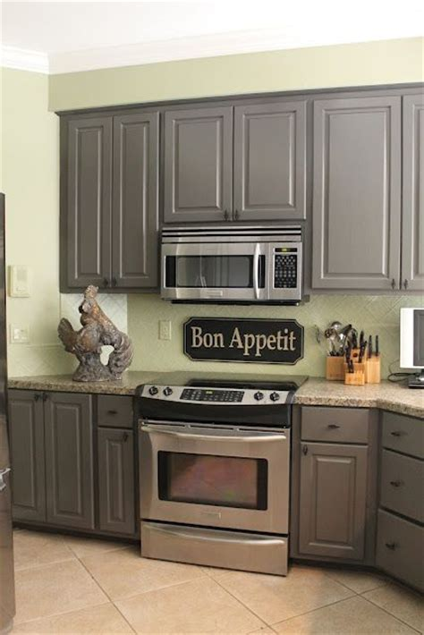 wall color for kitchen with grey cabinets best 25 green kitchen walls ideas on pinterest green