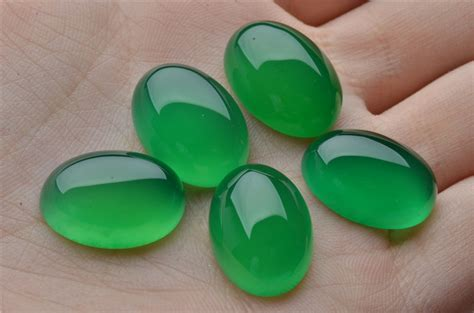 green calsedon oval smooth cabochon green chalcedony chrysoprase