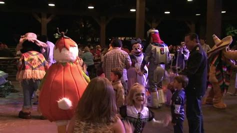 97x backyard bbq 2014 disney s fort wilderness backyard bbq halloween edition