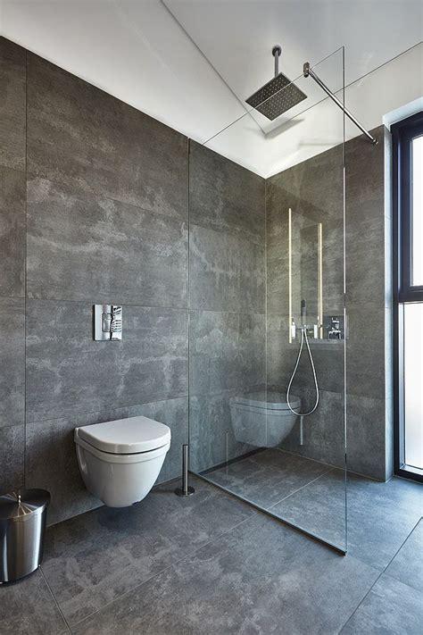 Badezimmer Fliesen Platzen by Die Besten 25 Begehbare Dusche Ideen Auf
