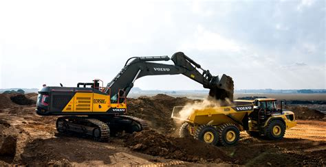 volvo ce showed  large capacity mining champions  mining indonesia