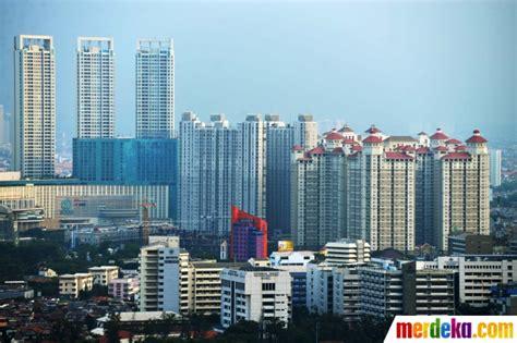 foto pertumbuhan gedung pencakar langit  indonesia