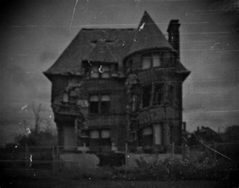 Find A Photographer by Haunted House Photography Gif Find On Giphy