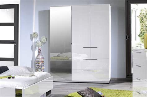 armoire de chambre armoire de chambre laqu 233 blanc trendymobilier