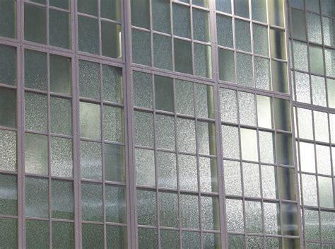 Glas Mit Draht by Bendheim S Chicken Wire Glass Breathes New Into