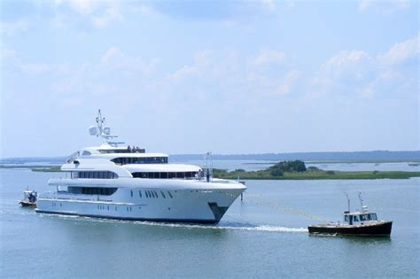 boat salvage yard fort lauderdale photos 180 foot superyacht harbour island towed by cape