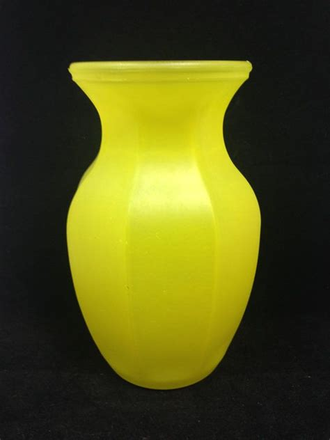 Small Yellow Vase by 17 Best Ideas About Yellow Vase On Yellow