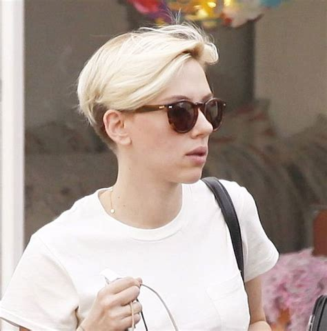 scarlett johansen extreme hircut scarlett johansson with very short blonde hair out