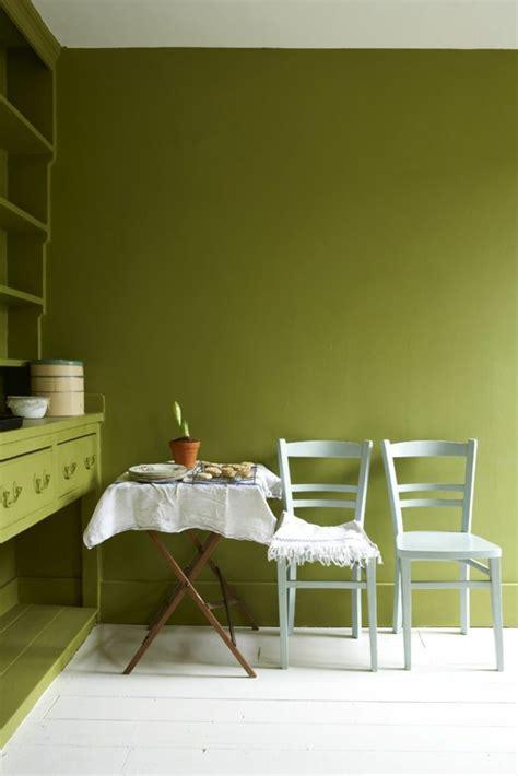 welche farbe passt zu oliv wandfarbe olivgr 252 n entspannt die sinne und k 228 mpft gegen
