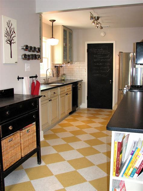 How To Get Yellow Out Of Vinyl Flooring by Makin It In July 2011