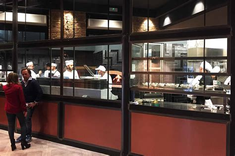 ristorante con cucina a vista roma i vitelloni mega ristorante da 700 mq riapre