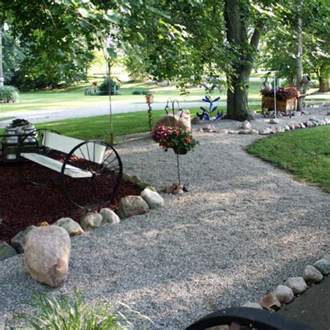 Landscape Rock Vs Mulch The Debate Pea Vs Mulch Country Moon Grit