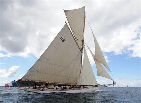 pictures historic scottish yacht  auction   ybw