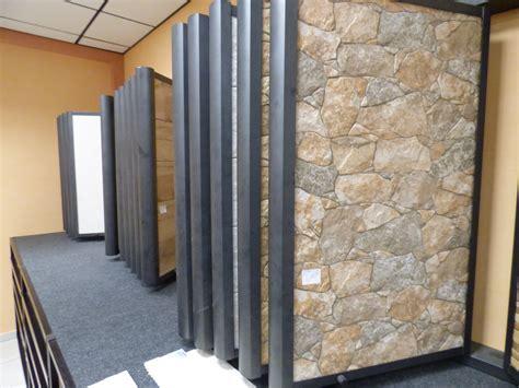 rivestimenti per interni moderni rivestimento a piastrelle effetto pietra rustica per bagni