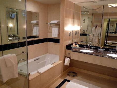 palazzo bathrooms suite 25833 bathroom deep bath tub picture of the palazzo resort hotel casino las