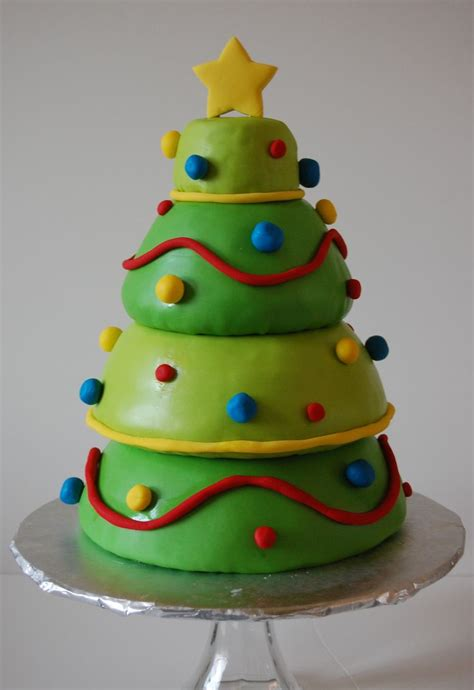 easy classy christmas tree from fondant tree cake fondant g 226 teaux p 226 te 224 sucre hiver g 226 teau p 226 te 224 sucre