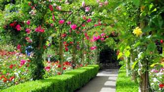 How To Make A Beautiful Flower Garden Most Beautiful Garden Canada Gardens Flowers Botanical Gardens Hedge Fence