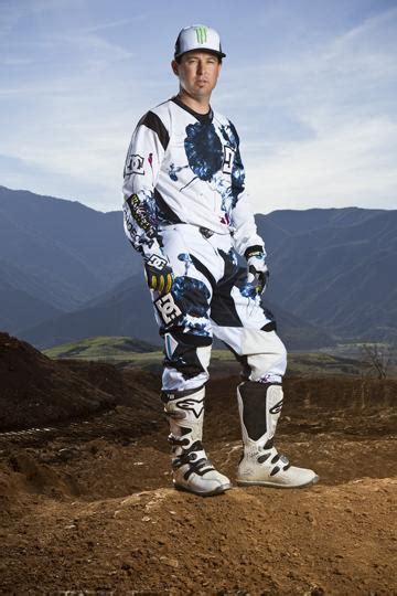 motocross gear los dc shoes crea la ropa para jeremy mcgrath mxwideopen