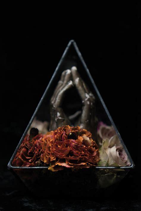 meet the edgy bond worthy meet bond antonio bond a floral artist with an edge