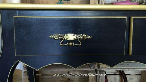 como pintar un mueble antiguo pintar mueble negro y oro el taller de lo antiguo