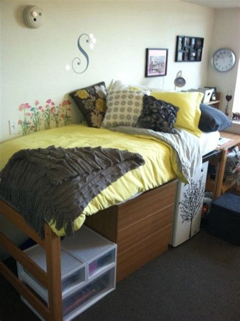 dorm room ideas dorm decor pinterest black and white dorm rooms decor i like the yellow and the flowers