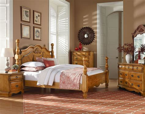 pine bedroom set georgetown golden honey pine poster bedroom set 83000