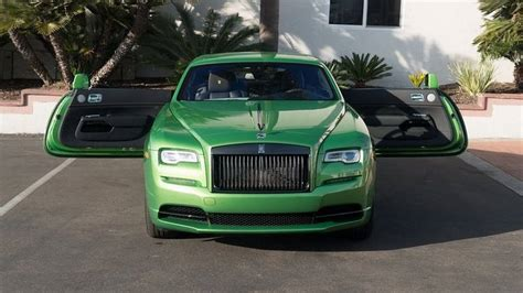 roll royce green rolls royce wraith goes for the java green color bmw