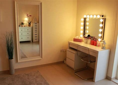 Makeup Vanity With Light Bulbs by Diy Vanity Mirror With Lights For Bathroom And Makeup Station