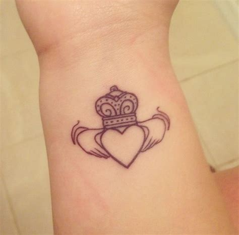 small claddagh tattoo best 25 claddagh ring ideas on