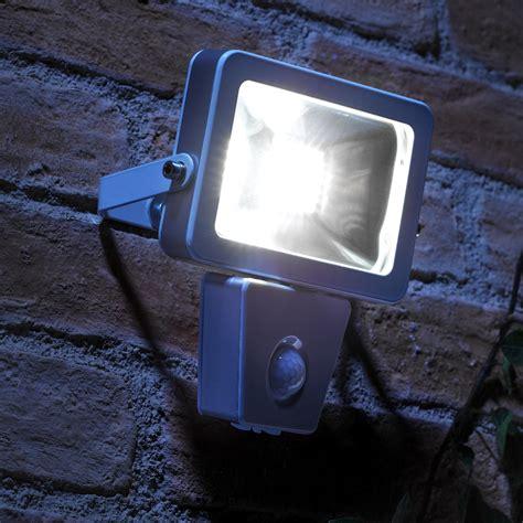 Security Outdoor Lights Motion Sensor Auraglow 10w Led Motion Activated Pir Sensor Outdoor Security Light 150w Eqv Ebay
