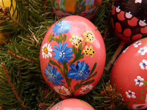 painting easter eggs easter egg easter paint easter egg painting