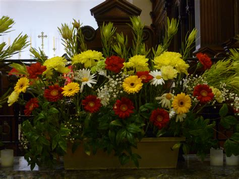 Home Decor Magazines Free Online file floral arrangement in church jpg wikimedia commons