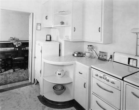 1930s kitchen cabinets 1930 s kitchen i just those cabinets with the rounded open ends nmb a moment in