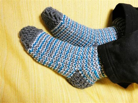loom knit slippers how to loom knit socks diy tutorial great reference and