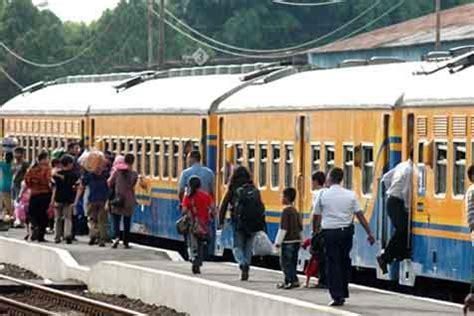 film natal kereta api natal dan tahun baru kereta api indonesia waspadai titik