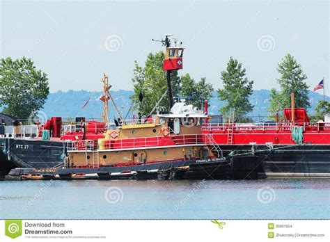red hook section of brooklyn tugboat franklin reinauer in erie basin in red hook