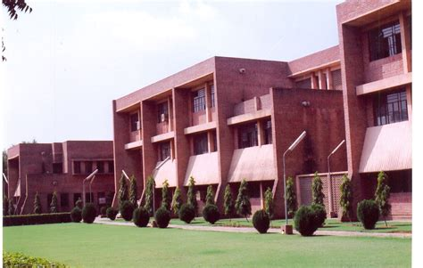 Mba Colleges In Delhi Without Cat And Mat by Jamia Hamdard Jamia Hamdard Mba Fees Structure
