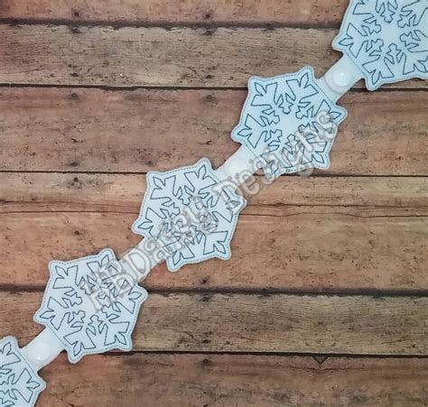 Antique Snowflake Snap Garland