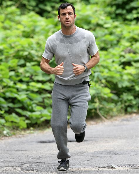 justin theroux facebook justin theroux mortified over jogging in sweatpants
