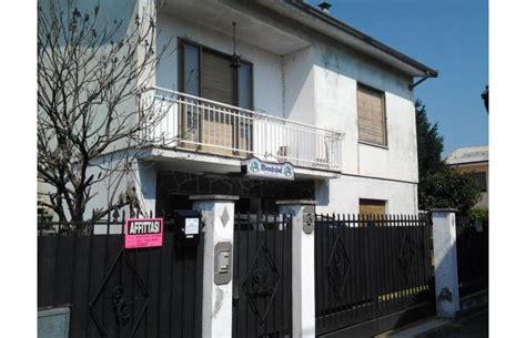 in vendita a pavia da privati privato vende villa vendo o affitto annunci palestro