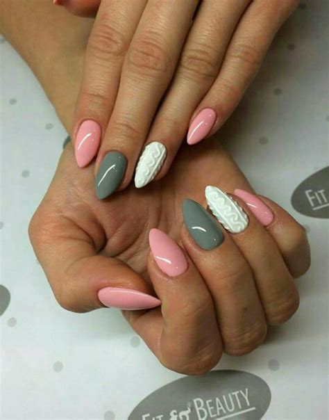 grey pattern nails pink white grey sweater christmas nails paznokcie
