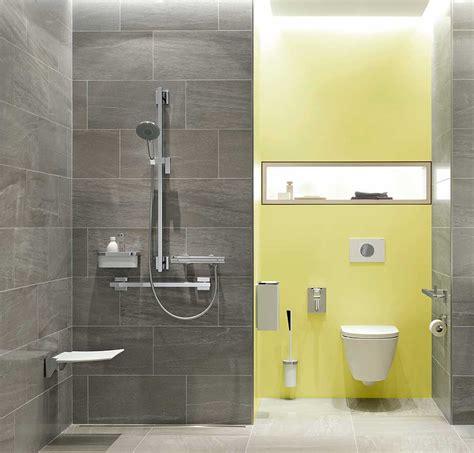badezimmer mit dunklen schränken komfortabel duschen trotz handicap ikz